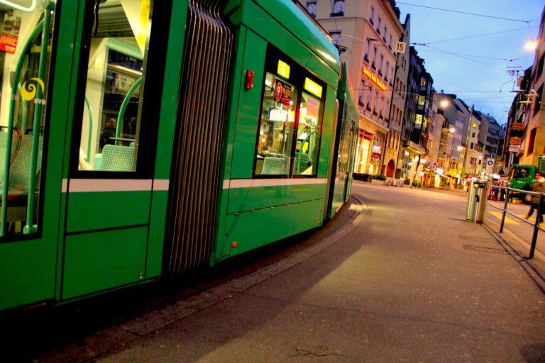 Unterwegs mit dem öffentlichen Verkehr in Basel